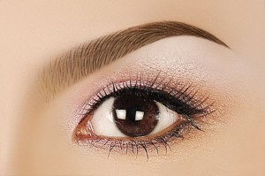 Phun xăm mí mắt có gây ra tác dụng phụ gì không?