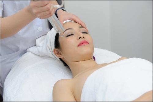 Tư vấn điều trị tàn nhang bằng Laser Toning có gây đau đớn không?