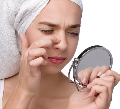Học cách đơn giản để trị mụn đầu đen trên cánh mũi 1