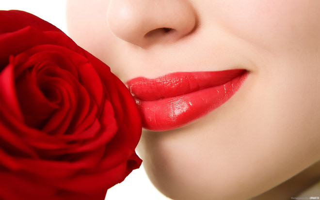 Tư vấn có nên phun môi không vậy?
